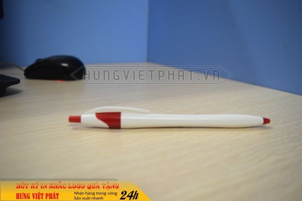 BNV-009-but-bi-nhua-in-khac-logo-doanh-nghiep-lam-qua-tang1-1471251580.jpg
